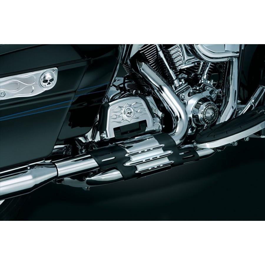 Czarna i chromowana osłona wydechu motocyklowego