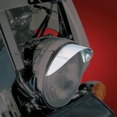 Chromowany daszek na lampę główną motocykla